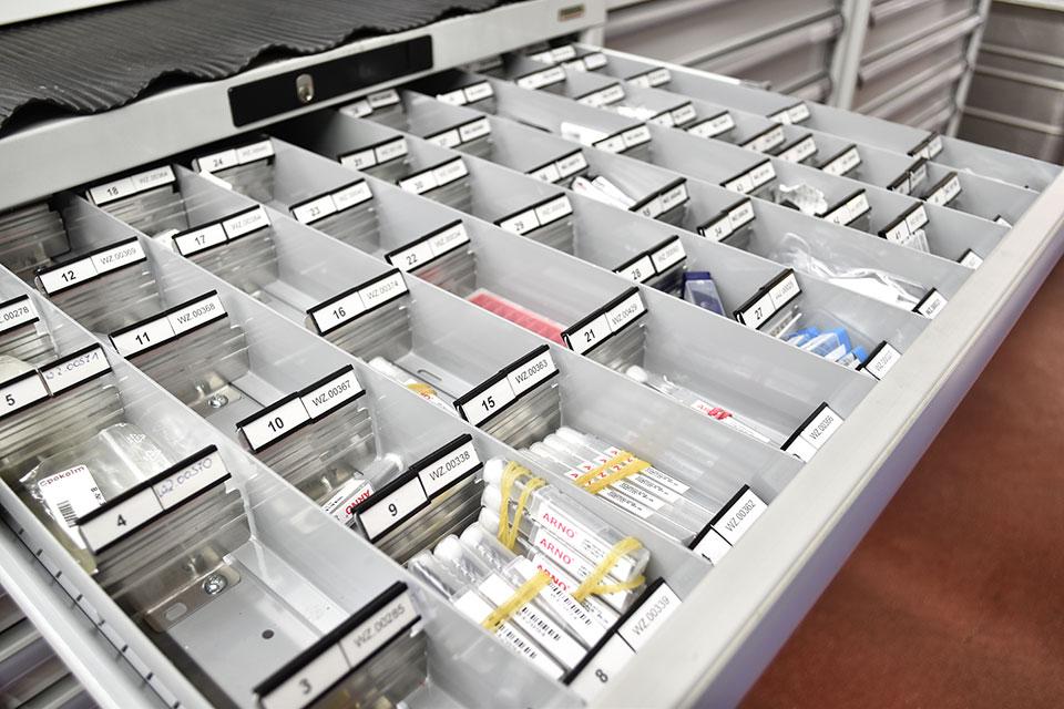 Die Schubladen der modularen Schranksysteme im Detail.